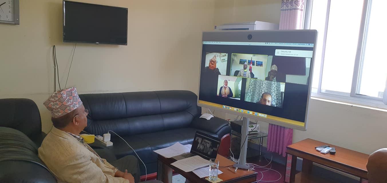 रुकुमपूर्वका स्थानीय सरकार प्रमुखसँग मुख्यमन्त्रीको भिडियो संवादः विरामी आए कोरोना अस्पताल पठाउन निर्देशन